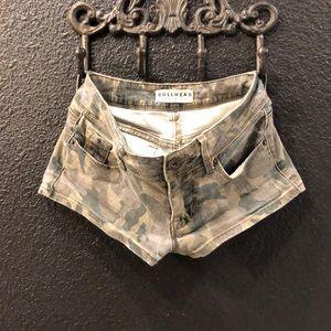 Cute Bullhead camo Jean short shorts!